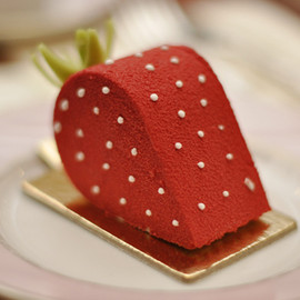 Laduree - Strawberry Cake