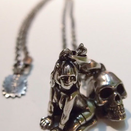 "エロスティカ - ""EROSTIKA SKULL & GIRL"" PENDANT TOP & CHAIN"