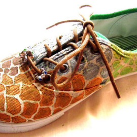 CustomPaintedShoes - custom painted giraffe sneakers