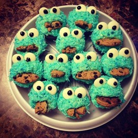 cookie monster sweets - monster eats cookies!!