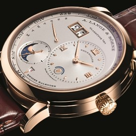 GRAND LANGE 1  (Model in 18-carat yellow gold)
