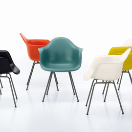 Vitra - DAR Armchair by Charles & Ray Eames