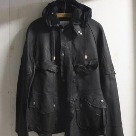 TAKAHIROMIYASHITA The SoloIst. - rain jacket regular. -black.×navy.-