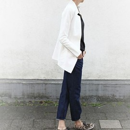 simple/sneakers style
