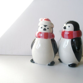 Penguins Shakers Christmas  Vintage Salt and Pepper   set of 2