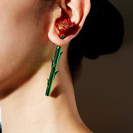 PAMEO POSE - CARNATION EARRING METALLIC