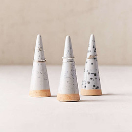 urban outfitters - Olinda Speckled Ceramic Ring Holder