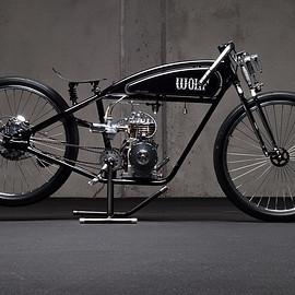 Wolf Creative Customs - This board tracker motorcycle from Wolf Creative Customs is powered by a Briggs and Stratton engine