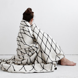 bastisRIKE on Etsy - THE GRID woven blanket by bastisRIKE