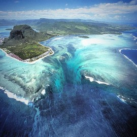 Mauritius Island - The Underwater Waterfall