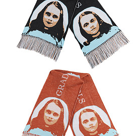 "MEDICOM TOY - KNIT GANG COUNCIL ""THE SHINING"" KNIT SCARF ""TWINS"" BLACK/BEIGE"