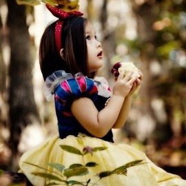 little fashionista - snow white