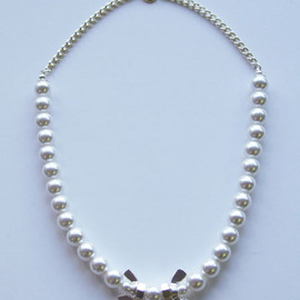 A'N'D - 081 WCP23 2 wing nuts pearl necklace