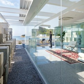 Naf architect & design - 'glass house for diver', hiroshima, japan