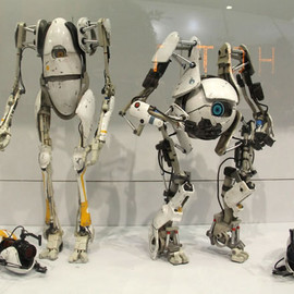 "threeA Toys - ""Atlas"" and ""P-Body"" from Portal2"