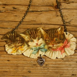 mama's little babies - Three Kittens Necklace