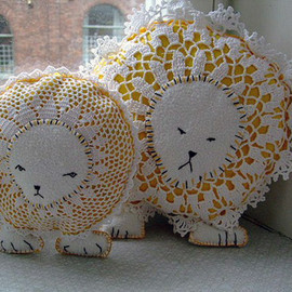 Tiger - DIY Turn old doilies to cute lions