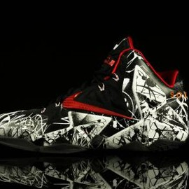 Nike - NIKE LEBRON 11 XDR WHITE/LIGHT CRIMSON-BLACK
