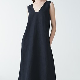 cos - ONG DRESS WITH SQUARE NECK