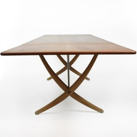 Hans J. Wegner - AT-304  Wishbone table