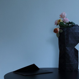PePe Heykoop & Tiny Miracles FOUNDATION - Paper Vase Cover (black)