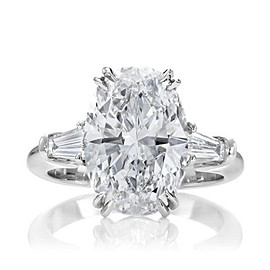 HARRY WINSTON - Classic Winston Oval Diamond Engagement Ring