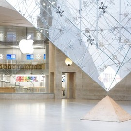 Carrousel du Louvre, Paris - Apple Store