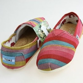 TOMS - Classic Rainbow Stripe Canvas