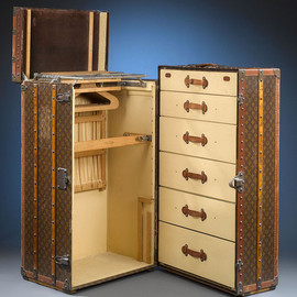 LOUIS VUITTON - Louis-Vuitton's-vintage-wardrobe-trunk