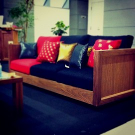 Agio - ruki/WN:Sofa made of walnut