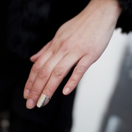 Anna-Sara Dåvik's - fake nail jewellry in gold and silver
