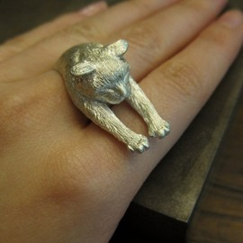 Lazy Cat Ring (White)