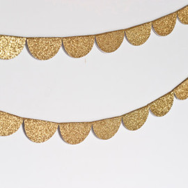Scalloped Glitter Garland (Gold)