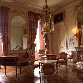 (i want) a new bedroom (like the king's bedroom at Versailles)