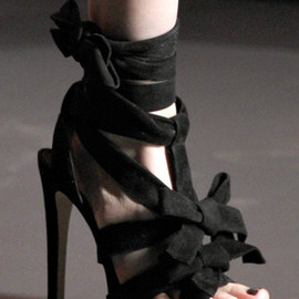 Christian Dior - Ingenue Suede Bow T-Strap Sandals - Black