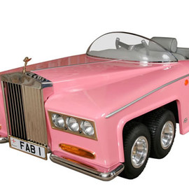 Fab 1 - Model-of-Lady-Penelope-of-Thunderbirds-FAB1-Rolls-Royce-1