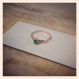 kataoka / jewelry and objets d'art - k18 gold emerald ring