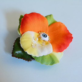 Crescent - Crying One Eyed Flower Brooch - Barette