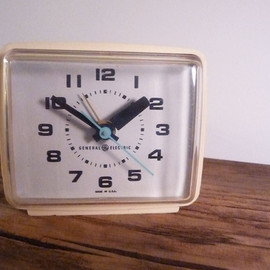 GE - vintage electric alarm clock