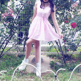 theVirginslove - baby pink gingham ops