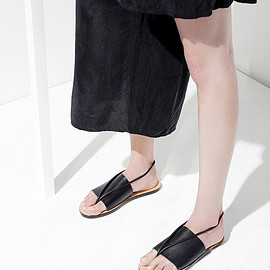 Building Block - Sandal in Black a simple sandal