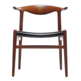 Jonaness Hansen - Cowhorn chair by Hans Wegner