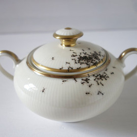 LAPHILIE - sugar bowl - chitins gloss - vintage porcelain handpainted with ants