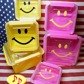 Smile Sealed container