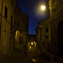 イタリア トスカーナ - Night view in the streets of Montelaterone