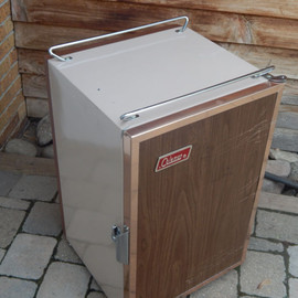 Coleman - Ice chest or flat camping cooler