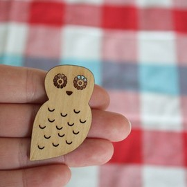 paperama - Little Miss Owl - Wooden Owl Brooch
