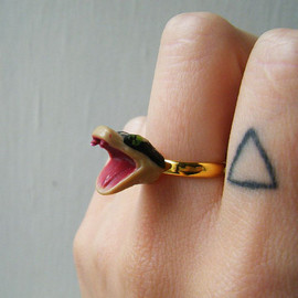 theTriangleOfBears - Adjustable Ring - Vintage Plastic Rattle-Snake Head