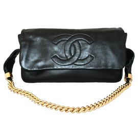 CHANEL - Lambskin Shoulder handbag.
