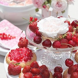 berries, tarts and pretty flowers